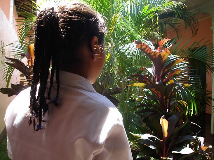 Mnoho žen v Nikaragui zažívá v dětsví sexuální zneužívání.  Ty, které přežijí, se mohou obrátit například i na ženská centra.