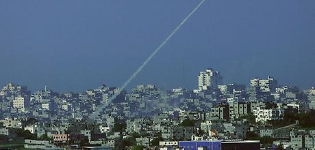 Rakety miri z Gazy do civilnich oblasti jizniho Izraele.